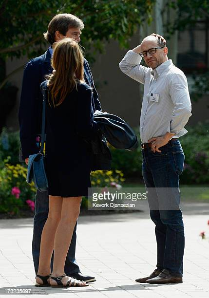 Dick Costolo CEO of Twitter speaks with Bing Gordon general partner at Kleiner Perkins Caufield Byers and his wife Debra during a lunch break at the...