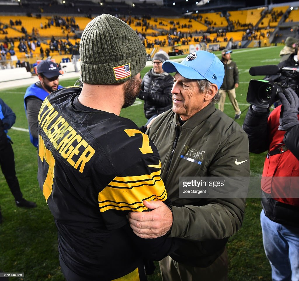 Dick LeBeau of the Tennessee Titans embraces Ben Roethlisberger #7 of the Pittsburgh Steelers at the conclusion of the Pittsburgh Steelers 40-17 win over the Tennessee Titans at Heinz Field on November 16, 2017 in Pittsburgh, Pennsylvania.