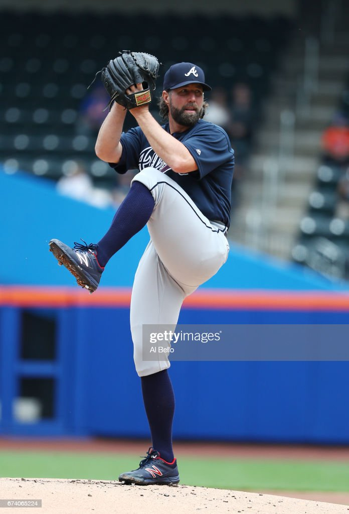 R.A. Dickey #19 of the Atlanta Braves pitches against the New York Mets during their game at Citi Field on April 27, 2017 in New York City.