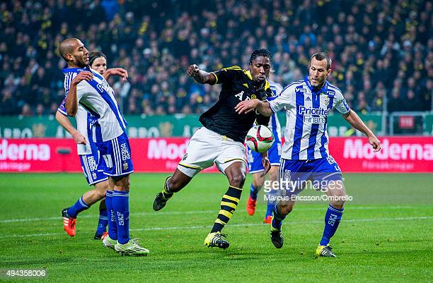 SOLNA SWEDEN OCTOBER Dickson Etuhu of AIK and Hjalmar Jonsson of Goteborg compete for the ball during the Allsvenskan match between AIK and IFK...