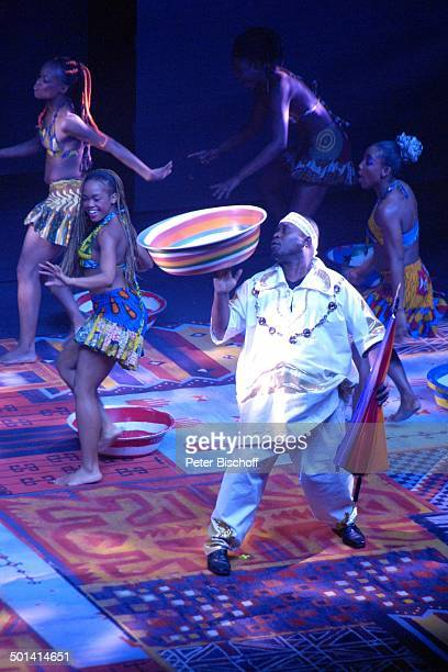 Dickson Oppong Afrika AfrikaShow MusicalTheater Bremen Deutschland Europa Auftritt Bühne Tanz tanzen Tänzerin Akrobat Akrobatin Artist Artistin Promi...