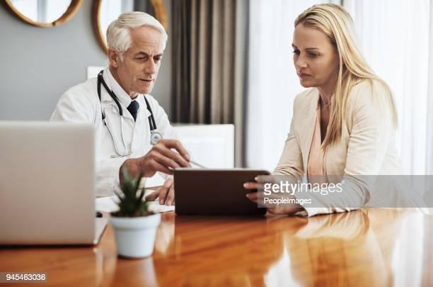 alguém chamou um médico? - roupa formal - fotografias e filmes do acervo