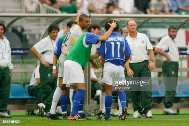 Dida Kaka comfort Ronaldinho of Brazil after received the red card and Luiz Felipe Scolari head coach of Brazil in back during the Quarter Final...