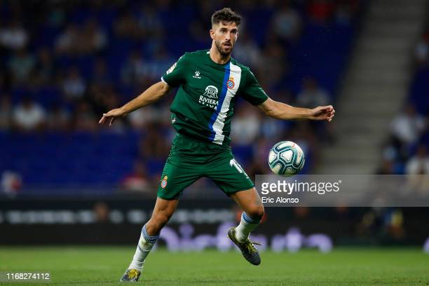 Didac Vila of RCD Espanyol controls the ball during the UEFA Europa League Third Qualifying Round Second Leg match between RCD Espanyol and Luzern at...