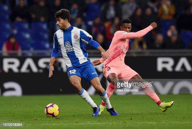 Didac Vila Rossello of RCD Espanyol is challenged by Nelson Semedo of Barcelona during the La Liga match between RCD Espanyol and FC Barcelona at...