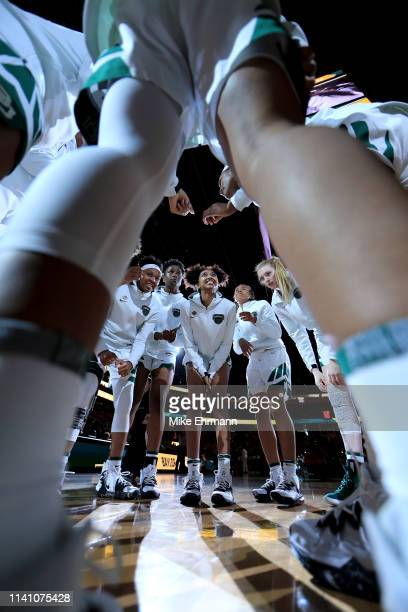 DiDi Richards of the Baylor Lady Bears huddles with her team prior to the championship game of the 2019 NCAA Women's Final Four against the Notre...