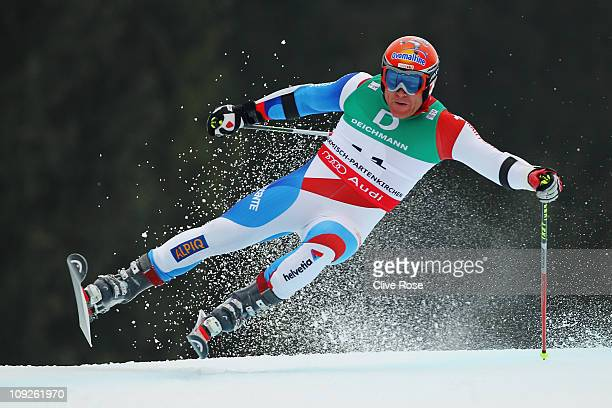 Didier Cuche of Switzerland skis in the Men's Giant Slalom during the Alpine FIS Ski World Championships on the Kandahar course on February 18 2011...