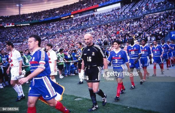 Didier Deschamps Fabien Barthez Bixente Lizarazu Lilian Thuram Christian Karembeu Youri Djorkaeff and Marcel Desailly of France during the Soccer...