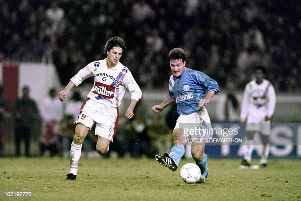 Didier Deschamps kiks the ball on December 17 1991 during OM match against PSG at the Parc des Princes stadium in Paris