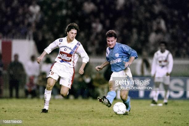 Didier Deschamps kiks the ball, on December 17, 1991 during OM match against PSG , at the Parc des Princes stadium in Paris