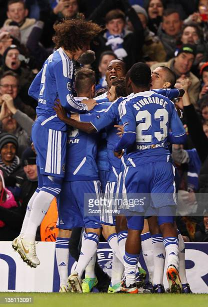 Didier Drogba of Chelsea celebrates with team mates as he scores their first goal during the UEFA Champions League Group E match between Chelsea FC...