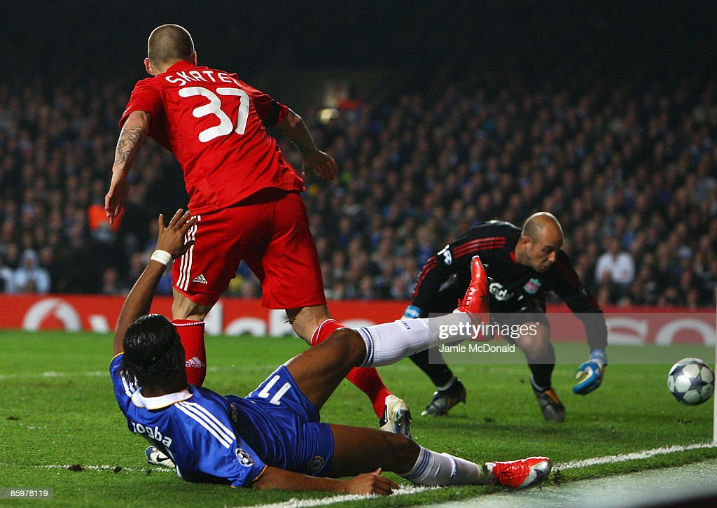 Didier Drogba of Chelsea scores past Liverpool Pepe Reina during the UEFA Champions League Quarter Final Second Leg match between Chelsea and Liverpool at Stamford Bridge on April 14, 2009 in London, England.
