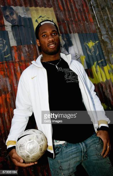 Didier Drogba poses at the launch of Nike's Joga 3 Tournament at Trafalgar Square on April 13 2006 in London England Joe Cole Anton Ferdinand and...