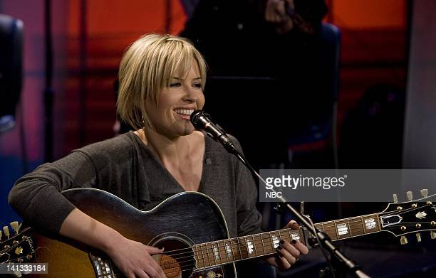 LENO Dido Air Date Episode 3653 Pictured Musical guest Dido performs on November 10 2007 Photo by Paul Drinkwater/NBCU Photo Bank