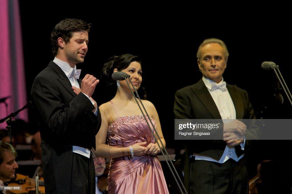 Jose Carrera Performs With Didrik Solli-Tangen
