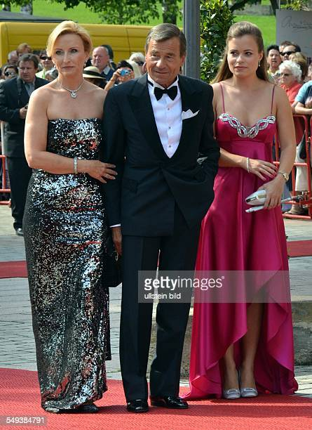 Die 101. Spielzeit der Bayreuther Festspiele 2012 Premiere Wolfgang Grupp , Trigema-Chef mit Ehefrau Elisabeth und Tochter Bonita