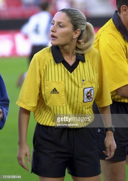 Die 23 Jahre alte Schiedsrichterin Carolina Domenech, die in der zweiten Liga in Spanien regelmäßig Begegnungen leitet und in der ersten Liga als...