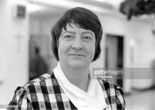 Die 45jährige Theologin Helga Trösken am 1 Dezember 1987 in Frankfurt am Main Zum ersten Mal in der Geschichte der evangelischen Kirche in...