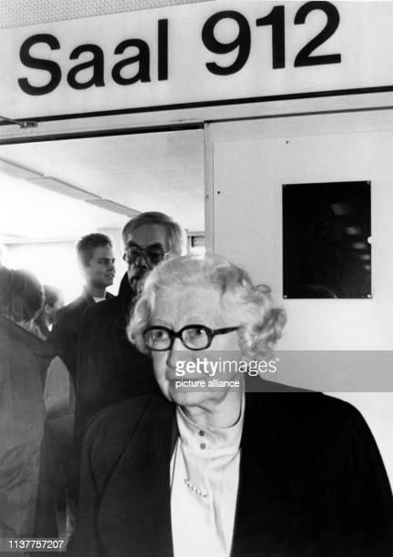 Die 80jährige Niederländerin Miep Gies zu Beginn der Berufungsverhandlung gegen den Neo-Nazi Geiß am Donnerstag in Hamburg. Im Hamburger Prozess um...