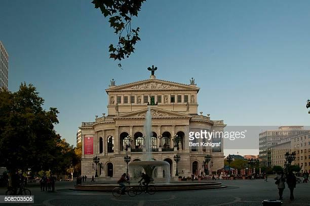 CONTENT] Die Alte Oper am Opernplatz in Frankfurt am Main ist ein ehemaliges Opernhaus und wird heute als Konzert und Veranstaltungshaus genutzt Im...