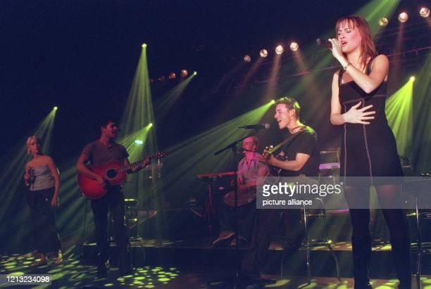 """Die amerikanische Band 5NY spielt am 26.2.1998 vor ausgesuchtem Publikum in Frankfurt/M, um ihre Debüt-Single """"Finally"""" zu promoten. Im Mai 1998 soll..."""