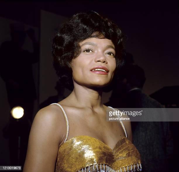 Die amerikanische Sängerin, Tänzerin und Schauspielerin Eartha Kitt, aufgenommen 1963 während eines Besuches in Deutschland. Eartha Kitt wurde am 17....