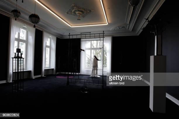 Die Ausstellung 'Aufschlussreiche Räume Interieur als Porträt' gastiert vom 31 Januar 2016 bis 24 April 2016 im Museum Morsbroich in Leverkusen Claus...