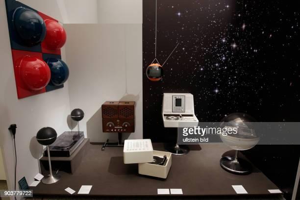 Die Ausstellung über 120 Jahre Design von Rundfunkgeräten 'RADIO Zeit gastiert vom 19 Januar bis 05 Juni 2016 im Museums für Angewante Kunst in Köln...