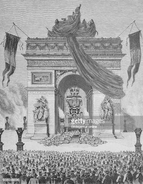 Die Ausstellung der Leiche von Viktor Hugo unter dem Triumpfbogen in Paris Frankreich Catafalque below the Arc de Triomphe in Paris 1 June 1885...