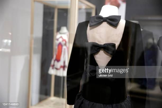 """Die Ausstellung """"LOOK! Modedesigner von A bis Z"""" präsentiert vom 19. September 2015 bis 28. Februar 2016 Neuerwerbungen des Museums für Angewante..."""