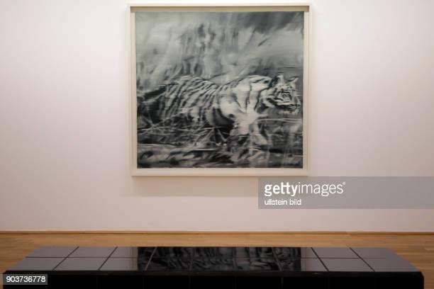 Die Ausstellung 'Sigmar Polke Gerhard Richter Schöne Bescherung' gastiert vom 13 März bis 28 August 2016 im Museum Morsbroich in Leverkusen Das Bild...