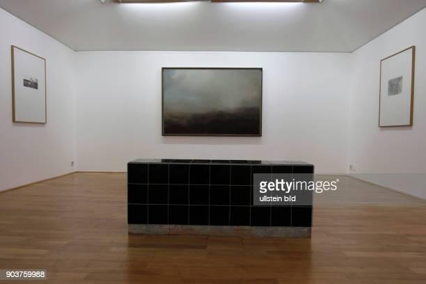 Die Ausstellung 'Sigmar Polke Gerhard Richter Schöne Bescherung' gastiert vom 13 März bis 28 August 2016 im Museum Morsbroich in Leverkusen die...