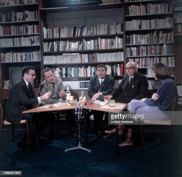 Die Autoren FRITZ RADDATZ, ERNST SCHNABEL, WALTER SCHMIEDING, HANS MAYER, JOACHIM KRAUSSE, Aufzeichnung im ZDF, 3. Folge, Dez. 1969.