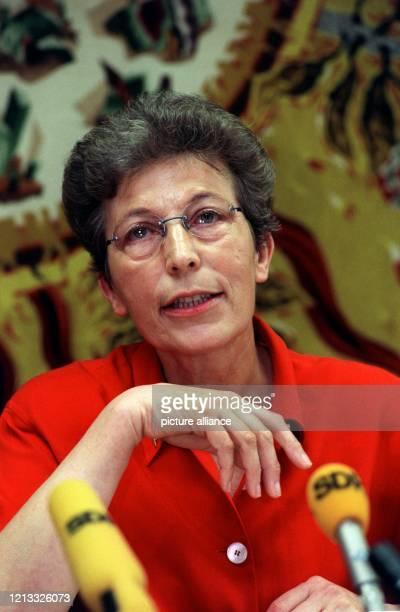 Die badenwürttembergische Datenschutzbeauftragte Ruth Leuze sieht die Unabhängigkeit ihrer Arbeit nicht mehr gewährleistet Sie sei derart...
