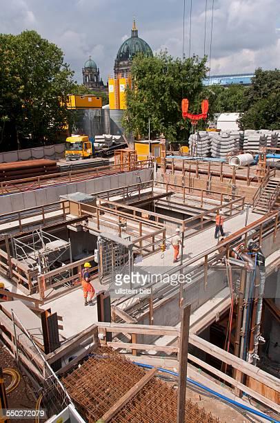 Die Baustelle zur Verlängerung der UBahnlinie 5 vom Alexanderplatz bis zum Brandenburger Tor in BerlinMitte In dieser großen Baugrube wurde die...