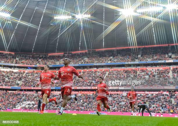 Die Bayern Sieler sprinten in die Kabine vor dem Fussball Bundesliga Spiel FC Bayern Muenchen gegen TSG Hoffenheim am 1 Spieltag der Saison 2016/2017...