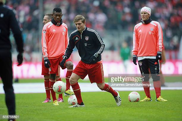 Die BayernSpieler David Alaba Toni Kroos und Bastian Schweinsteiger beim AufwaermTraining vor dem Bundesligaspiel FC Bayern Muenchen gegen die SpVgg...
