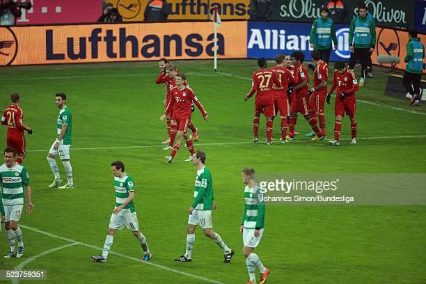 Die BayernSpieler jubeln ueber das 20Tor von Mario Mandzukic beim Bundesligaspiel FC Bayern Muenchen gegen die SpVgg Greuther Fuerth am 19 Januar...