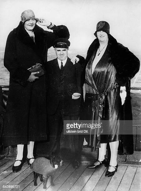 Die beiden Riesendamen Hilda und Elsa vanDroysen Hilda ist 263 m und Elsa 226 mgrossveröffentlicht in Tempo 52/1930