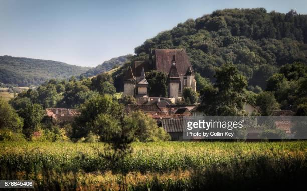 die berühmte kirchenburg von birthälm (biertan) in siebenbürgen - collin key stock-fotos und bilder