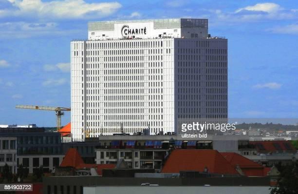 Die Berliner Charite im neuen Kleid weit ueber die Skyline zu sehen Am wird das frisch sanierte und umgebaute Bettenhaus der Charite offiziell...
