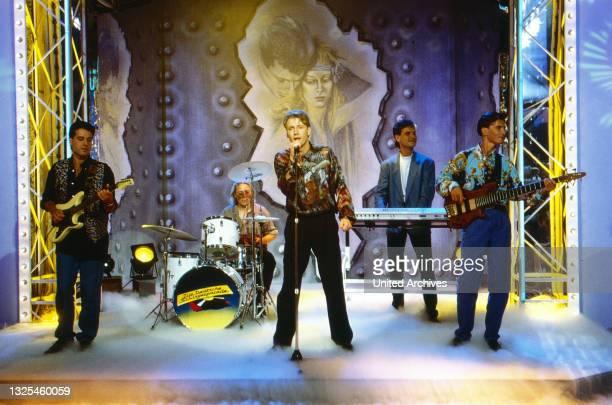 Die Blauen Engel, österreichische Musik- und Kabarettformation, bei einem Auftritt, Deutschland um 1993.