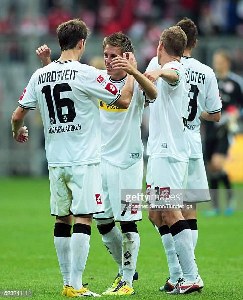 Die Borussia-Spieler Havard Nordtveit, Patrick Herrmann, Filip Daems und Roman Neustaedter freuen sich nach dem gewonnenen Bundesliga Spiel zwischen...