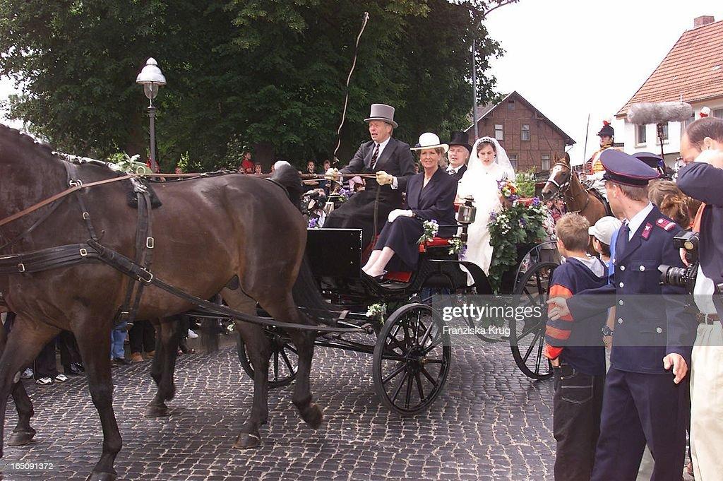Die Braut Kommt An Zur H. Von Hannover Thyra Von Westernhagen Ho : News Photo