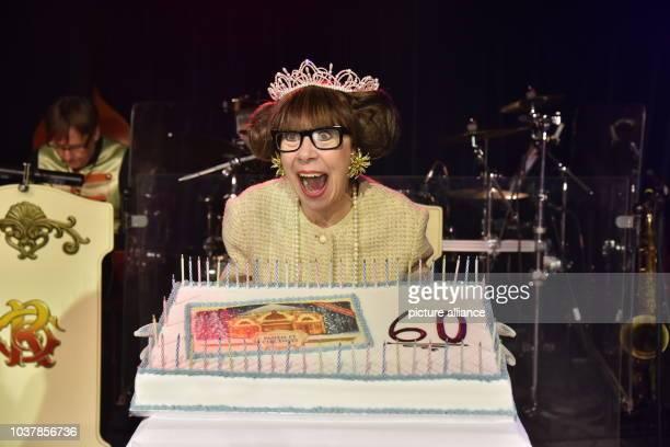 Die britische Schauspielerin, Entertainerin, Komikerin Krissie Illing feiert am in Köln ihren 60. Geburtstag und die Künstler von Roncalli s Panem et...