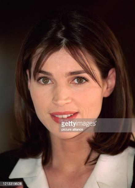 """Die britische Schauspielerin Julia Ormond am in München. Ab 13.2.1997 ist sie in dem neuen Kinofilm """"Fräulein Smillas Gespür für Schnee"""" zu sehen...."""