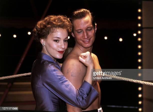 Die Bubi Scholz Story D 1997 / Roland Suso Richter Die Geschichte des Weltklasseboxers Bubi Scholz. Szene mit Helga Scholz und Bubi Scholz C42063 /...