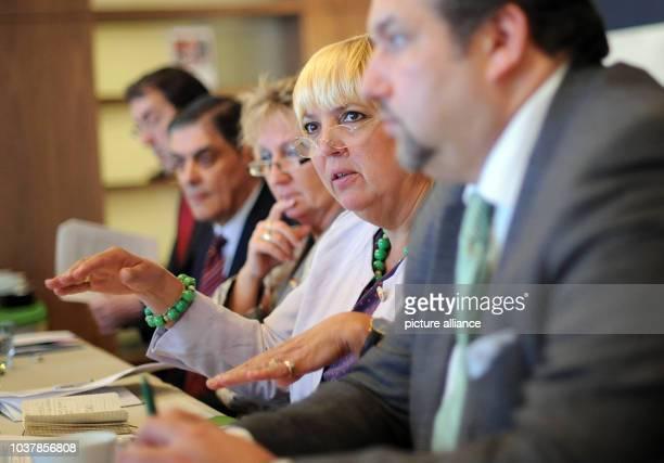 Die Bundesvorsitzende von Bündnis 90 /Die Grünen, Claudia Roth spricht am in Belgrad. Die Politikerin machte sich ein Bild von der Lage der Roma...