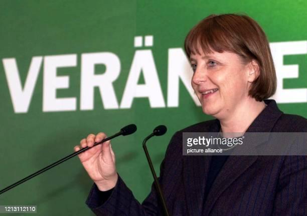 Die CDUGeneralsekretärin Angela Merkel hält am 1032000 bei einer CDURegionalkonferenz der Landesverbände RheinlandPfalz und Saarland in...