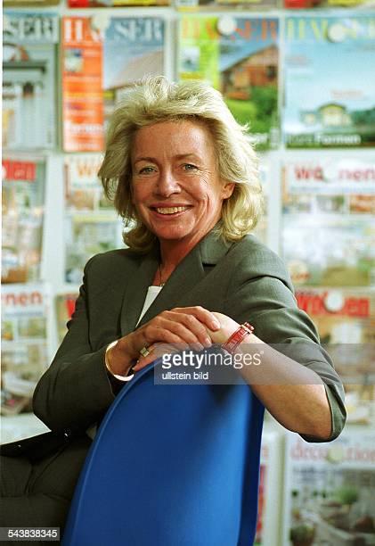 Die Chefredakteurin im Gruner Jahr Verlag Angelika Jahr in ihrem Büro